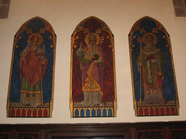 Les fresques médiévales  d' une église .