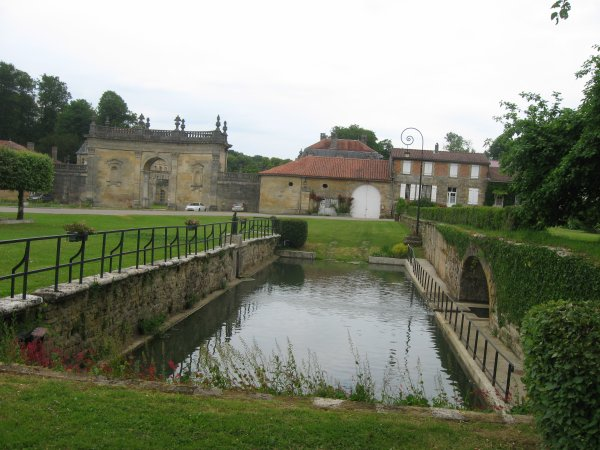 L' abbaye des Trois Fontaines ( Marne )  .