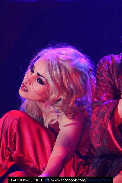 """ La Soeur Vampire Blonde  """