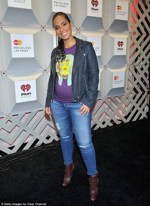 Alicia Keys enceinte de Genesis Dean