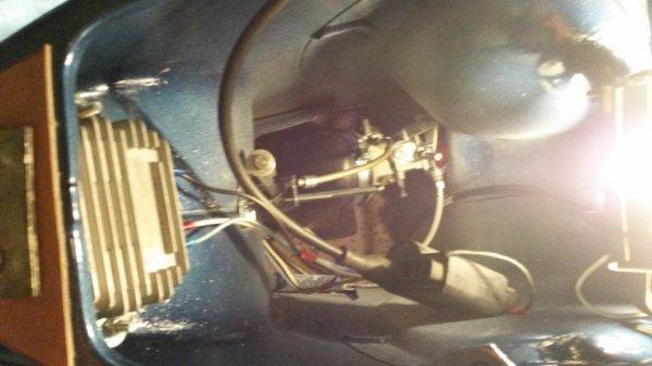 regulateur dans la coque et la bobine haute tension aussi