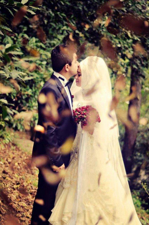 « Seigneur ! Accorde- nous, en nos épouses et nos descendants, la réjouissance et la tranquillité, et fais de nous des exemples pour les pieux. » } (Le discernement – 74)