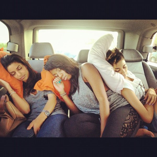 Tal et ses danseuses dans la voiture !!