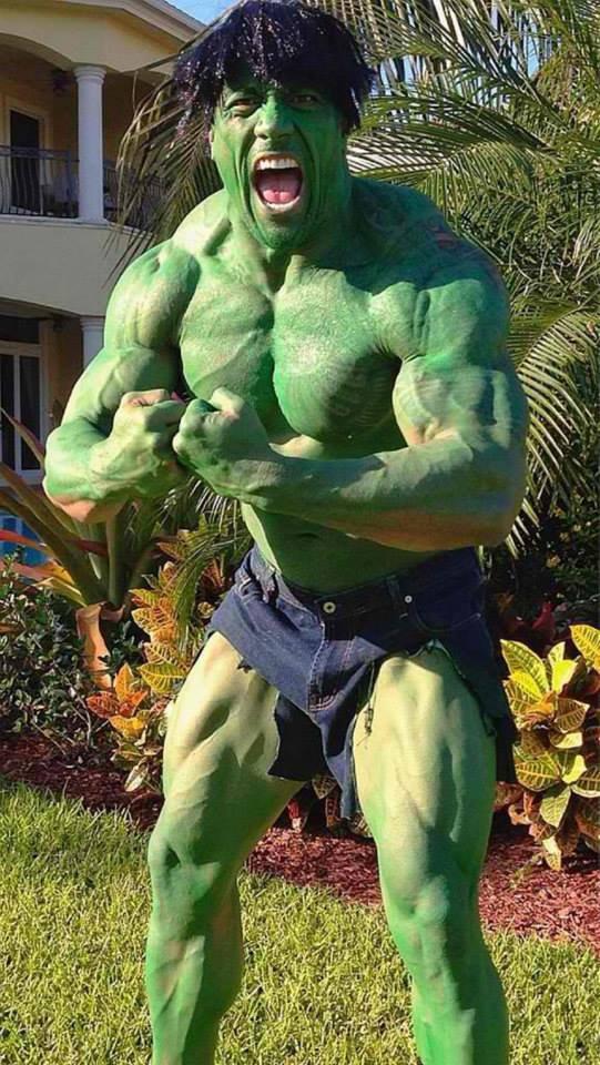 :: Facile le costume Halloween !! Un peu de vert et c'est parti... (Dwayne Johnson) ::