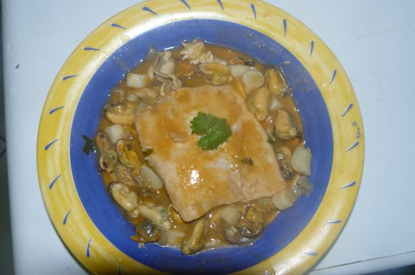 saumon sauce homardine accompagne de fruit de mer