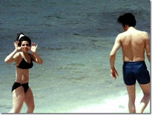 Priscilla and Elvis Presley on holiday, Hawaii may 1968