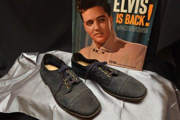 Des objets d'Elvis Presley se vendent à près d'un million de dollars