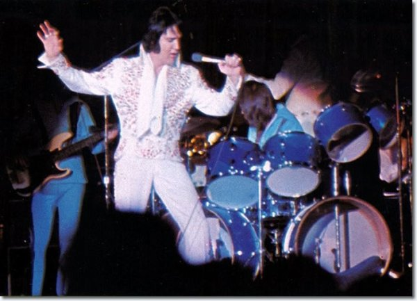 Elvis Presley  le 22 Avril (1973 15h00)  Phoenix  AZ  Memorial Coliseum de vétéran  Phoenix  Az