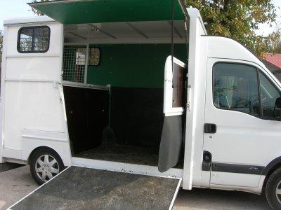location du petit camion de c cile romantic et laroza mes chevaux une aventure. Black Bedroom Furniture Sets. Home Design Ideas