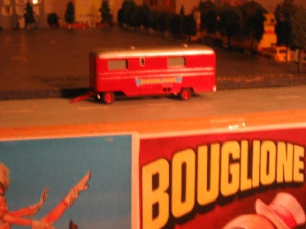 Une caravane de direction du cirque Bouglione...