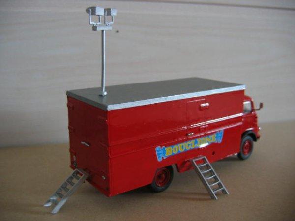 Sous haute tension, voici un nouveau véhicule du cirque Bouglione !