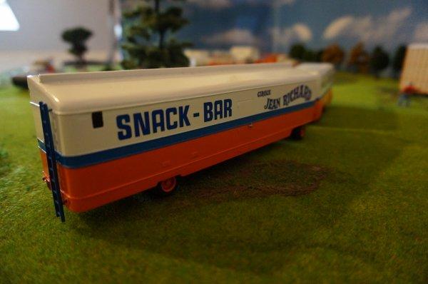 La réserve-confiserie et le snack-bar :