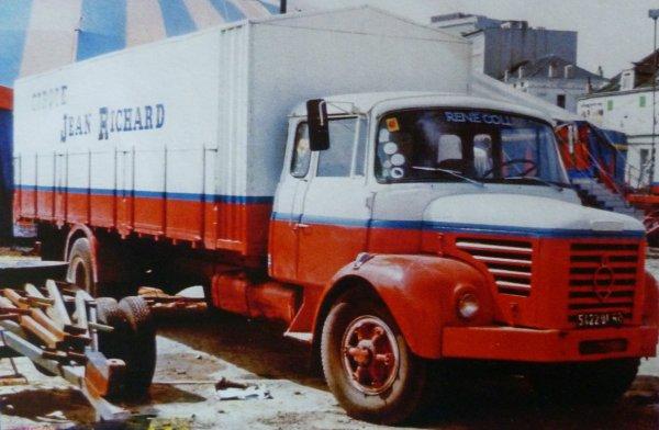 Le Berliet GLR 200 transport de matériel :