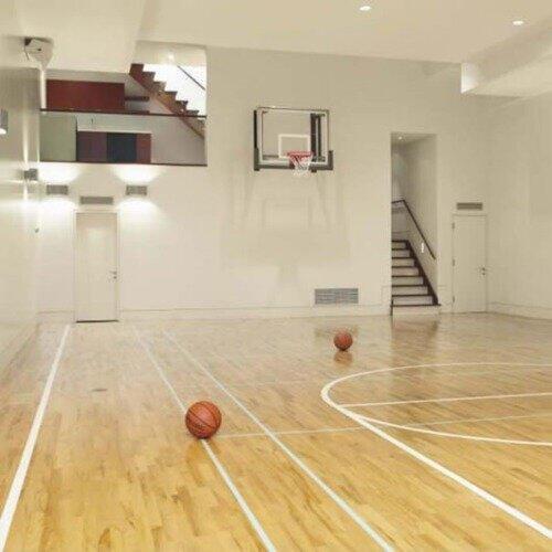 Terrain de basket intérieur