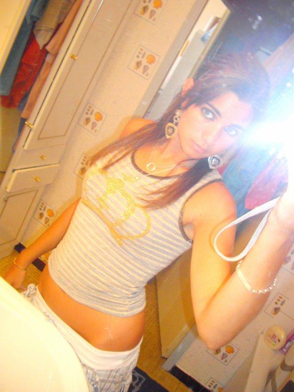 Julie . 18ans! . Italo-Marseillaise . Amoureuse de A. ♥