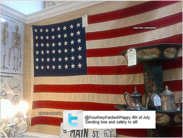 .  Kourtney a posté cette photo à l'occasion de la fête national du 04 Juillet. .