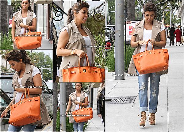 02.05.12 :Kourtney vue faisant du shopping avec son amie/maquilleuse Joyce a Beverly Hills.