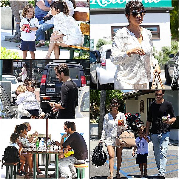 . 31.05.13 :  Kourtney est partie déjeuner au Ruth SteakHouse avec Penelope.  .