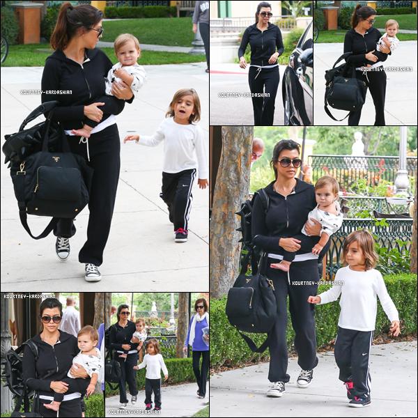 . 28.07.13 : -   Kourtney avec sa grand-mère MJ et ses enfants à «Marmalade Cafe». .