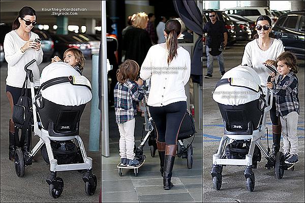 . 16/11/13 :  Kourtney et ses enfants se sont rendu à l'aquarium de Long Beach, LA. .