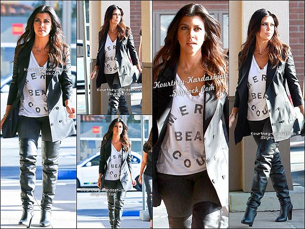 . 07/02/14 :  Kourt' et ses soeurs à Calabasas tournant Keeping Up With The Kardashians. .