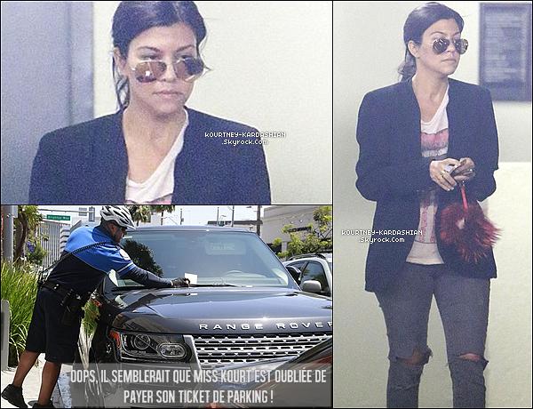 ". 09/05/14 :  Kourtney après avoir dîner à Beverly Hills au restaurant "" 'N Al Of"".  ."