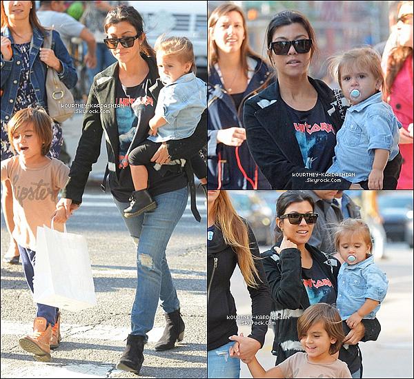 . 30/05/14 :  Kourtney aperçu avec ses enfants se promenant dans Soho, NY. .