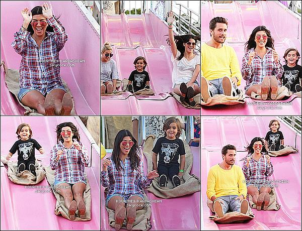 * 01/07/14 : La famille presque au complet, à été vue passer du bon temps à la foire d'Hamptons, surtout Mason.*