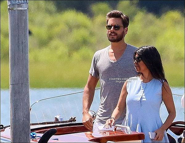 * 13/07/14 : Kourtney avec Scott étaient de sortie dans les Hamptons, ce dimanche.*