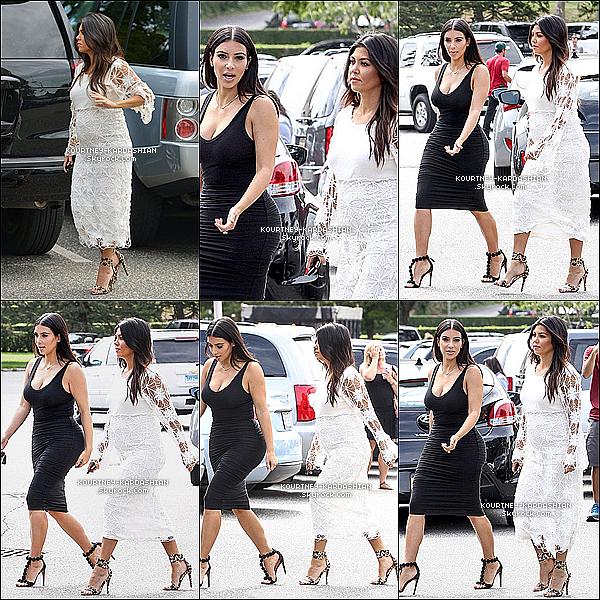 * 06/08/14 : Kourtney et Scott quittant un restaurant après avoir dîner en amoureux dans les Hamptons.*