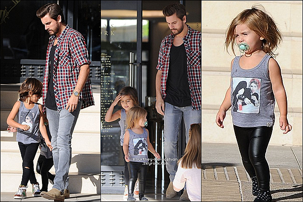 29/11/14 :  La petite famille enfin au complet a été vue faisant du shopping au Barney's de Beverly Hills. Sur les photos de l'article on ne les voit pas ensemble, mais ils étaient bien tous ensemble pour faire du shopping !