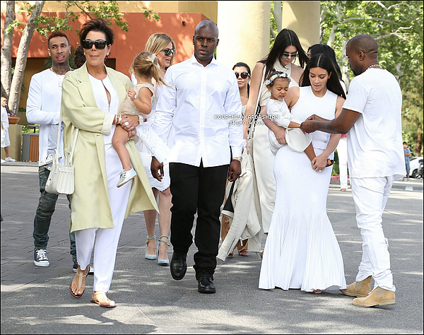 CANDID | EVENT | SHOOTING | INSTAGRAM | EMISSION | AUTRES   05/04/15 : Toute la jolie famille s'est rendue à l'église de San Fernando Valley à l'occasion de Pâques. Kourtney s'est montrée très complices avec le supposé -petit ami- de Kylie : Tyga. Seul Reign & Scott n'étaient pas présent !
