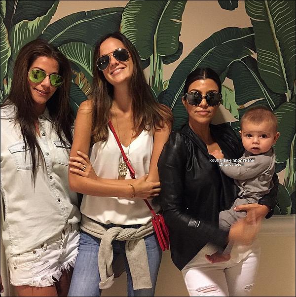 25/06/15 : Kourtney avec le petit bout de chou Reign quittant le magasin « Barney's  » de Beverly Hills.Reign était caché dans sa poussette mais Kourtney nous à postée une photo sur son Instagram et petit Reign est dessus. POSTED BY CINDY ON JULY 05TH 2015
