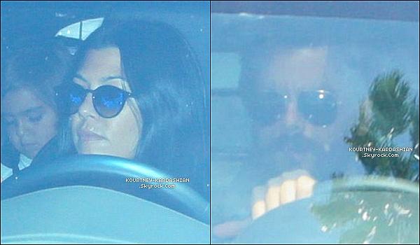 23/07/15 : Kourt' a amené ses 3 enfants voir leur père durant un dîner au « Beverly Hills Hotel  ».Malgré le fait que le couple se sépare, ils mettent de côté leurs rancunes pour le bien de leurs enfants et c'est très bien. POSTED BY CINDY ON JULY 26TH 2015