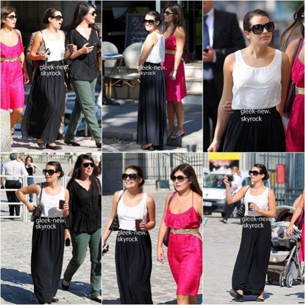 .Lea a été vue se promenant dans les rues de Paris avec des amis.