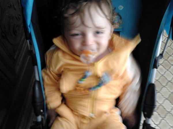 voilas la ses m filleul ki a 1ans le 25/07 et oui la premier foto de m blog ces lui mai il avairt 3jour