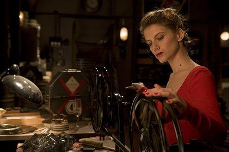 Le cinéma est l'écriture moderne dont l'encre est la lumière.