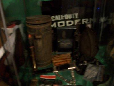 coque d'un casque alllemand est reste d'un masque a gaz allemand (casque 35¤ en brocante et masque a gaz 2¤ en bourse aux armes )