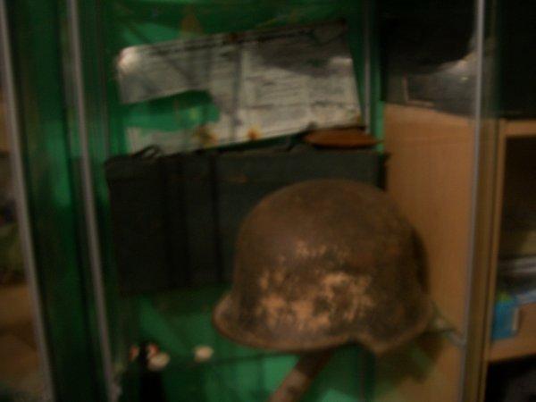 casque allemand model 34  pompier pendant la ww2 et caisse a bande pour la mg42 (le casque dont d'un amie et la caisse a munition dont  d'une amie)