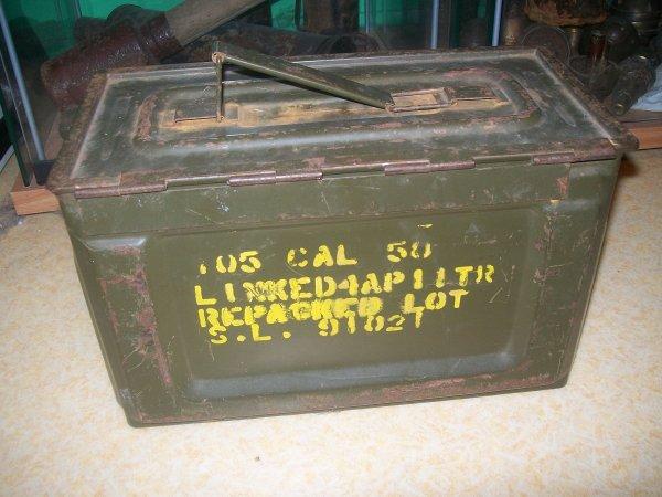 ma 2eme gourde allemande incomplete et ma caisse a munition us calibre 50