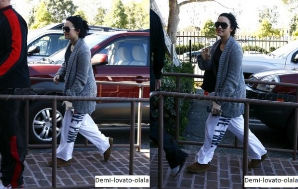 Le 2 février 2011,Demi allais dans sa clinique, à Los Angeles