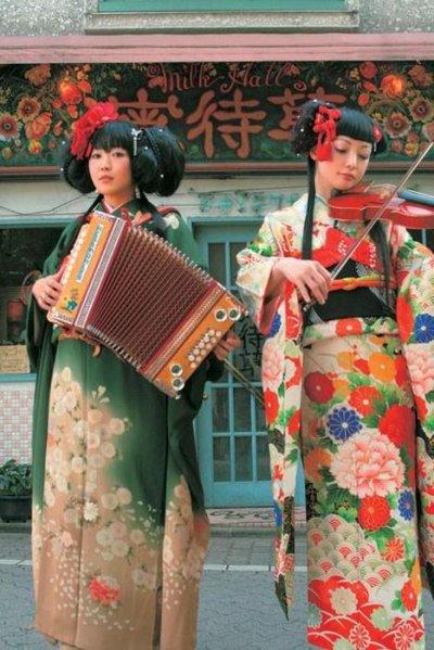 Anderu meruhen koushinkyoku / Higeki no marionetto (2006)