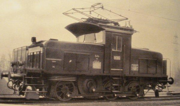 Deux petites locomotives électriques MAERKLIN à ne pas sous-estimer