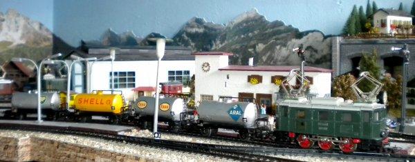 Les wagons-citernes HO MAERKLIN 304 A (ARAL), 304 E (ESSO) et 304 S (SHELL)