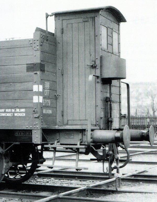 """Authentiques vigies de garde-freins CFF pour wagons de marchandises """"Tin-Plate"""" à deux essieux et à l'échelle 0"""