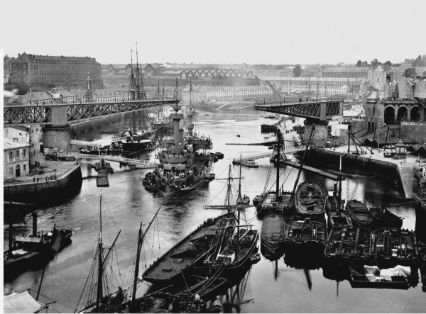 Le port de Brest vers 1900.