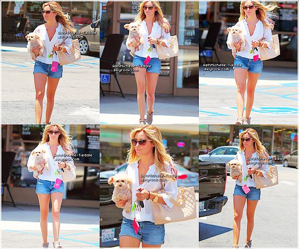 11/06/12 : Ashley a été vue sortant de «l'Equinox Gym» à West Hollywood