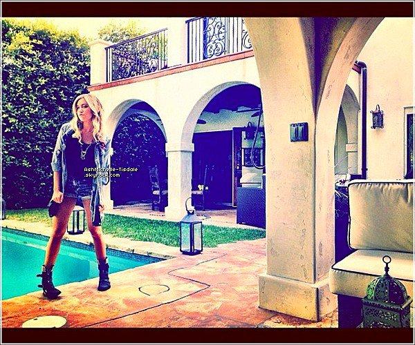 15/06/12 : Ashley a été vue arrivant au l'Equinox gym à West Hollywood.