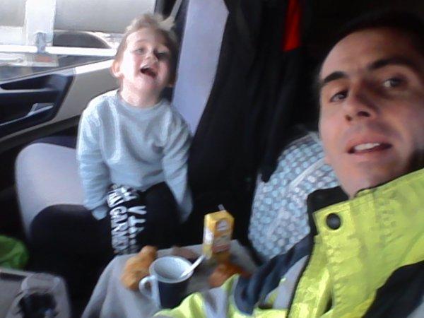 Moi et mon fils Pedro au déchargement