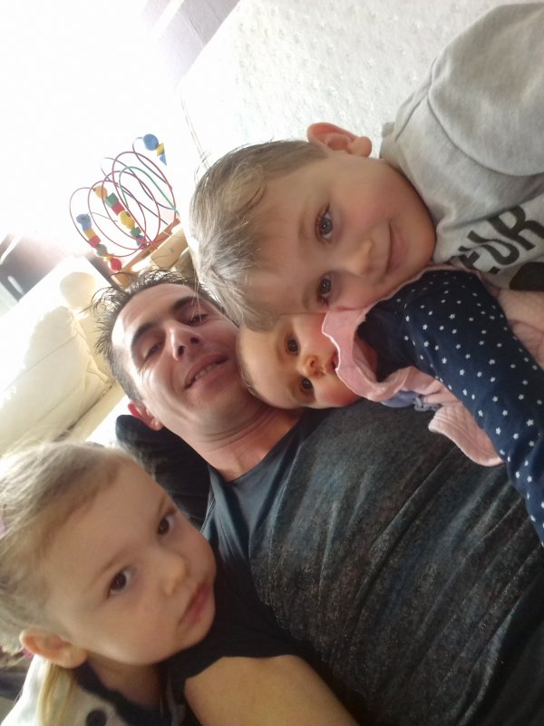 moi,mes filles sylvia et sheryna et mon fils pedro
